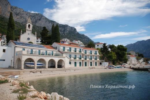 Brist Slakovac (Hotel Riva) beach